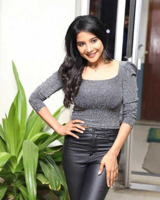 Sakshi Amazing Looks in a Suit
