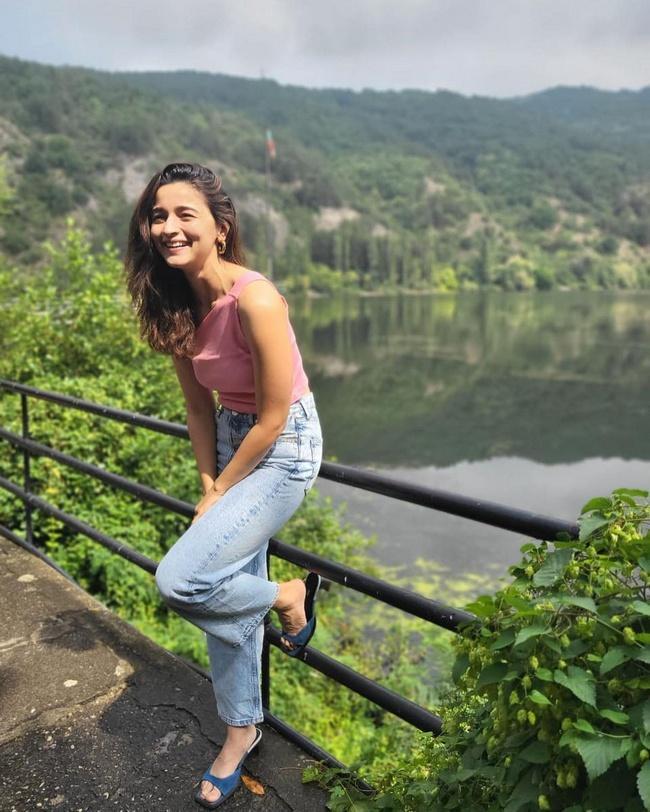 Dazzaling Alia Bhatt Ultra Stylish Pics