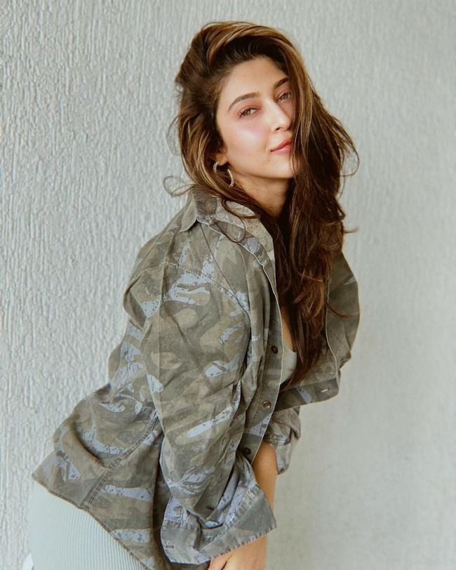Sonarika Bhadoria Gorgeous Looks in Her New Photos