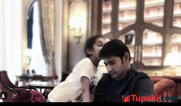 Mahesh Babu With His Family Photos