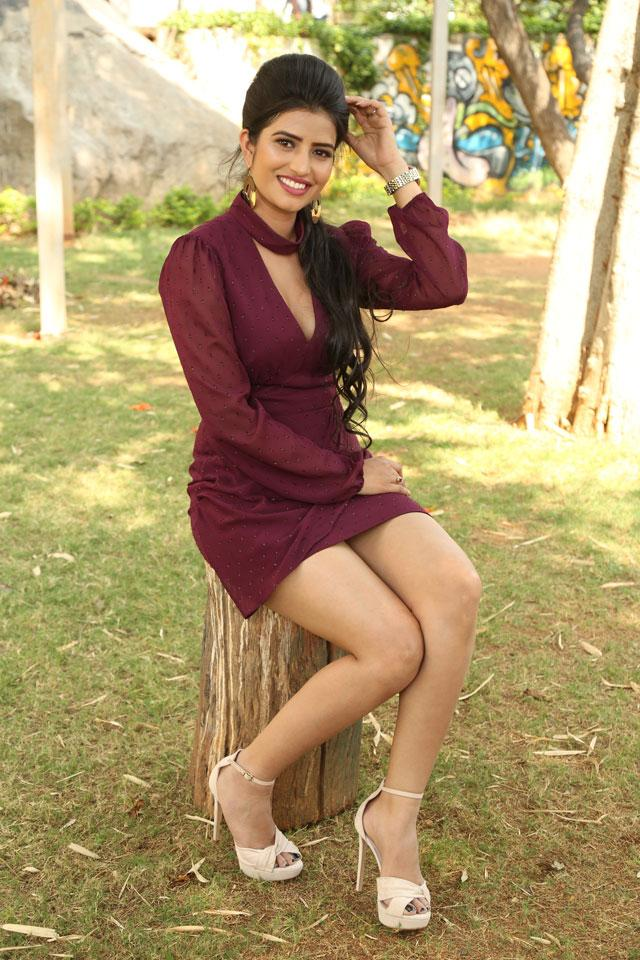 Actress Karishma Koul Photos