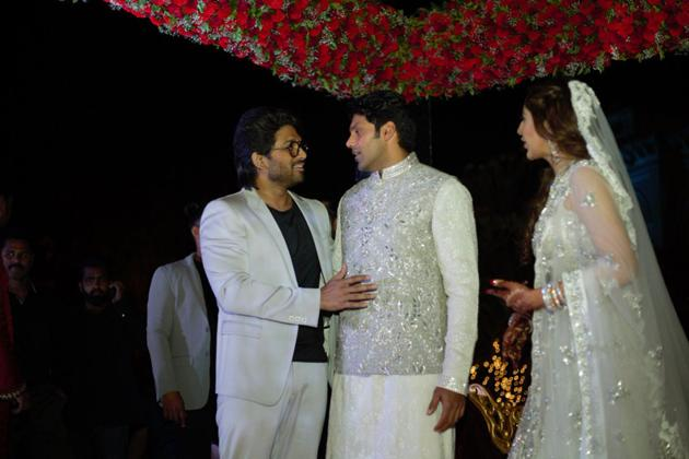 Arya And Sayyeshaa Wedding Photos