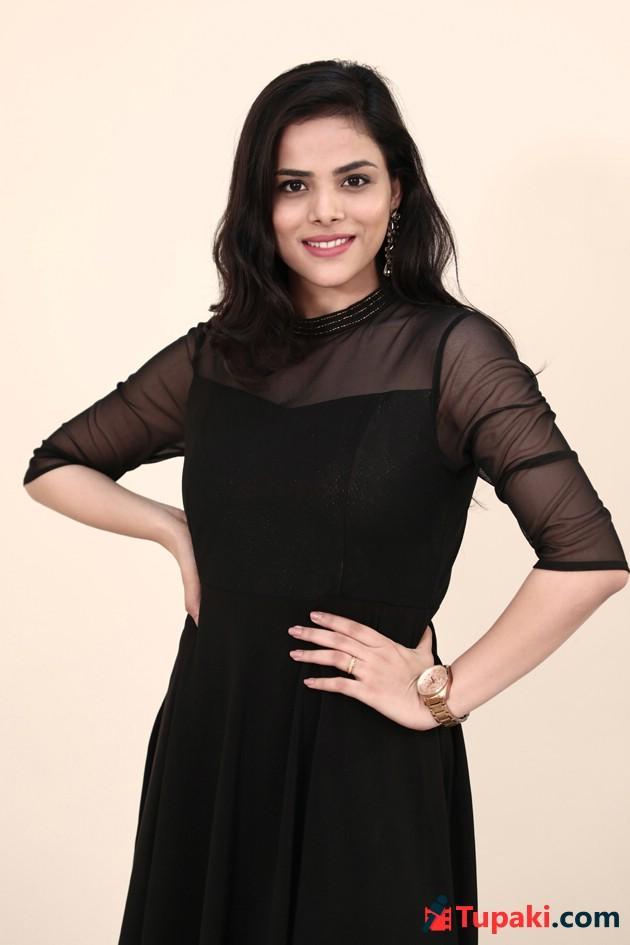 Tupaki Shot - 2 Hours Love Story Movie Heroine Kriti Garg Exclusive Photo Shoot