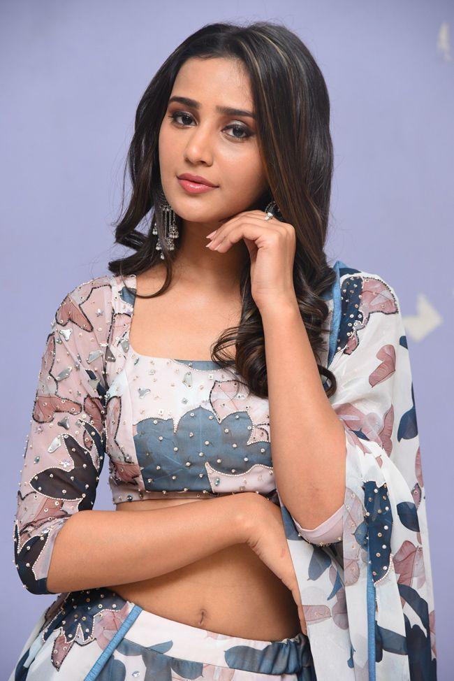 Simran Gupta Glamours Pics