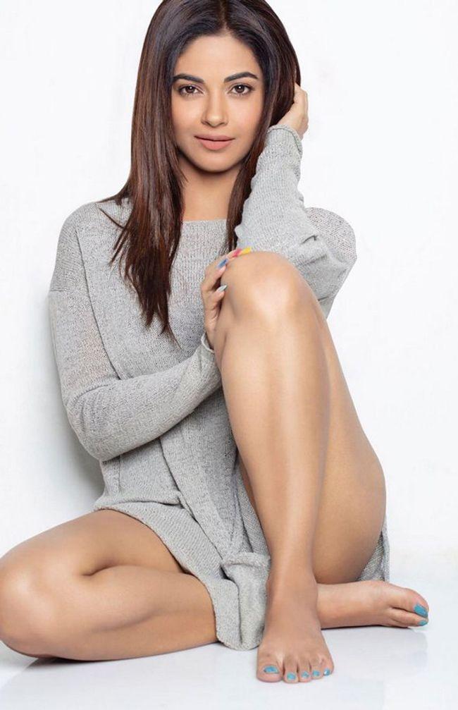 Meera Chopra Mesmerizing Pics