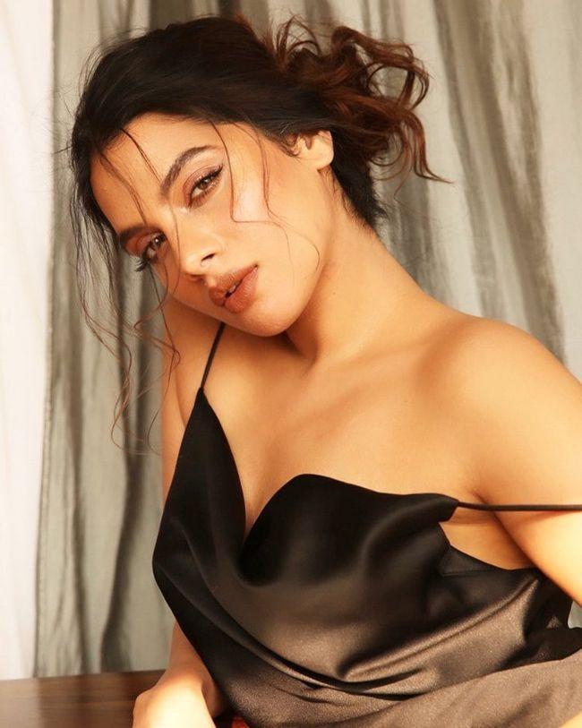 Tanya Hope Glamorous Poses