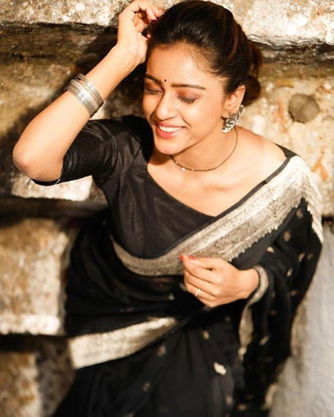 Vithika Sheru Looking Beautiful