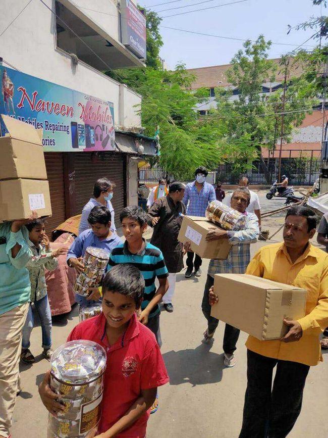 Sundeep Kishan distributed food and masks