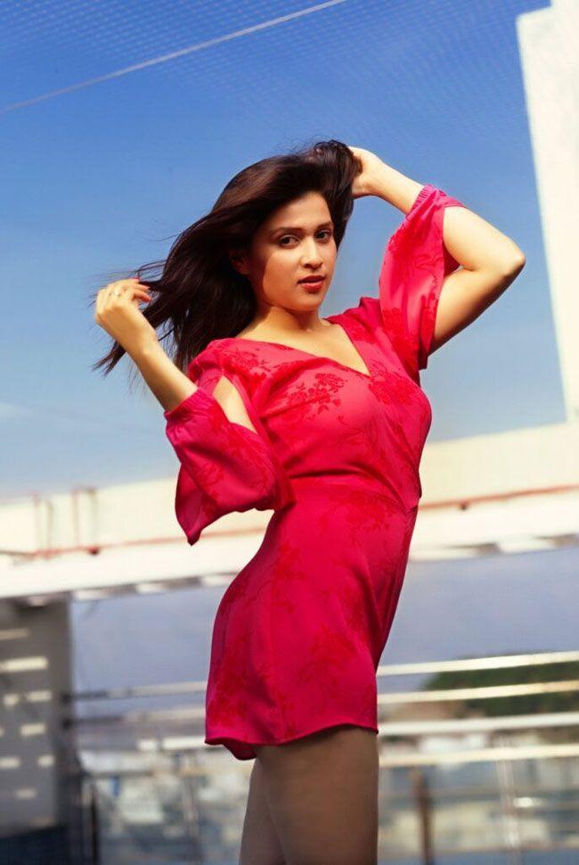 Mannara Chopra Hd Pictures