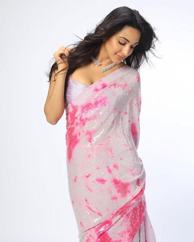 Kiara Advani Trendy Poses