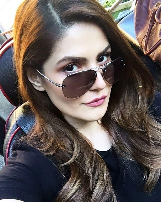 Zareen Khan Beauty Poses