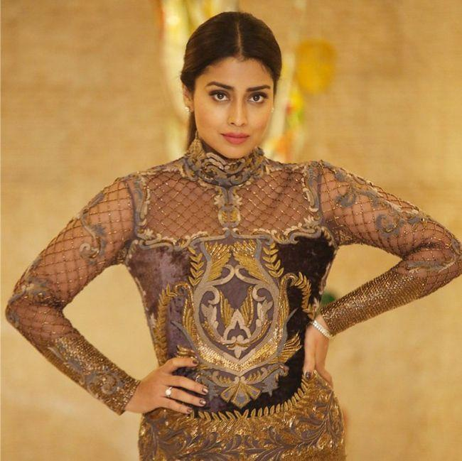 Shriya Saran Trendy Poses