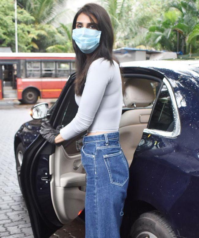Vani Kapoor Spotted In Bandra