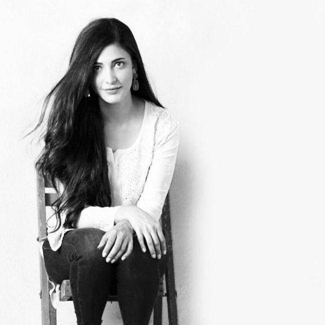 Shruti Haasan Alluring Looks