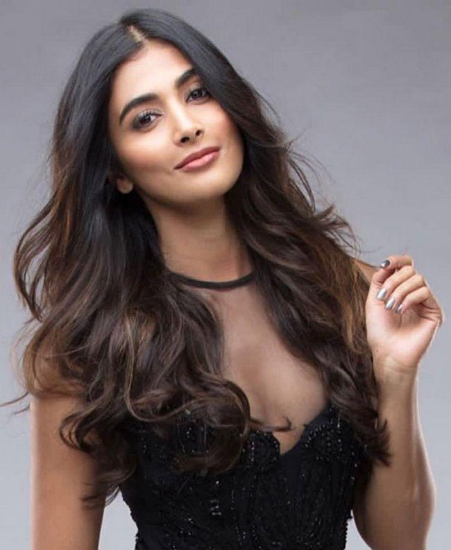 Pooja Hegde Swoons Us With Her Stills