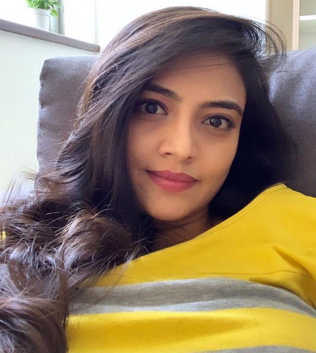 Nikitha Narayan Cute Pics