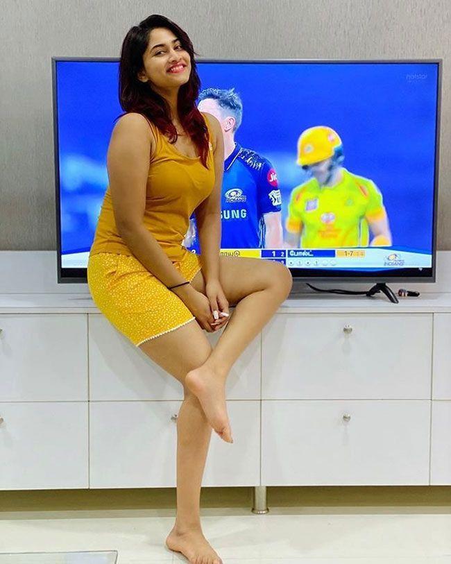 Shivani Narayanan Latest Insta Stills