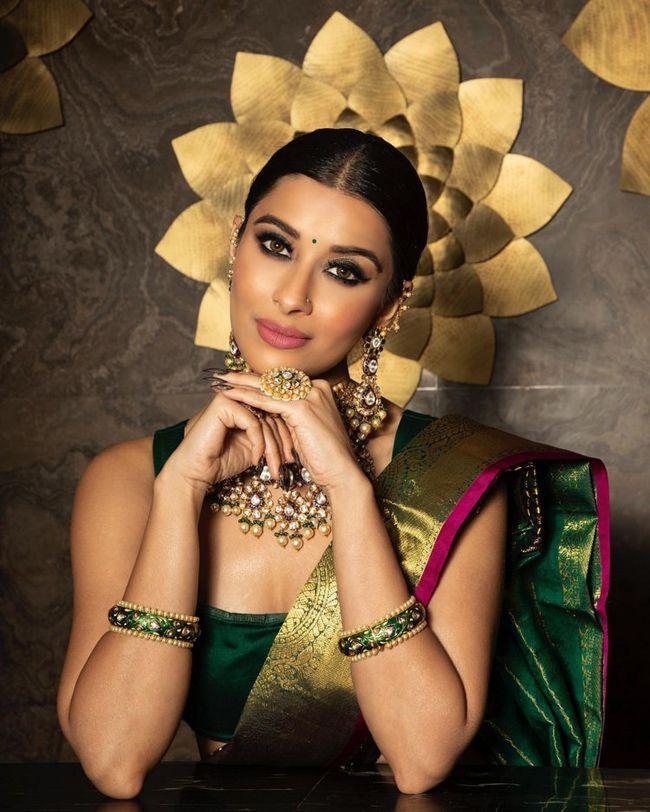 Madhurima Mesmerizing Looks