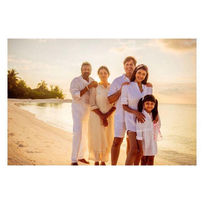 Manchu Family Enjoying Vacation in Maldives Photos