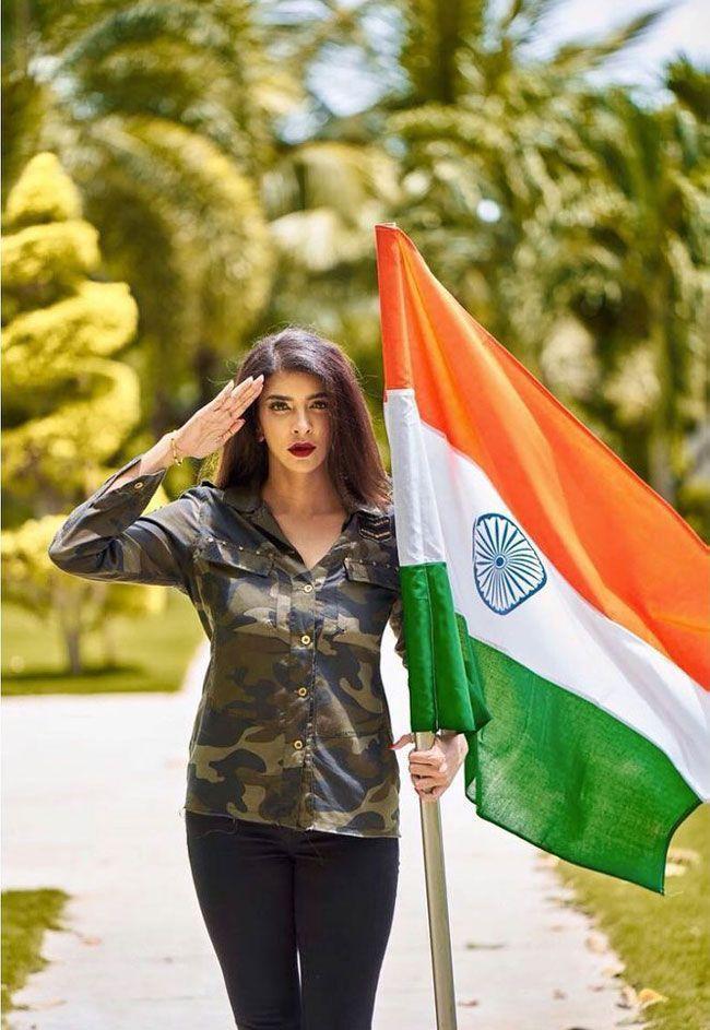 See How Celebrities celebrates Republic Day