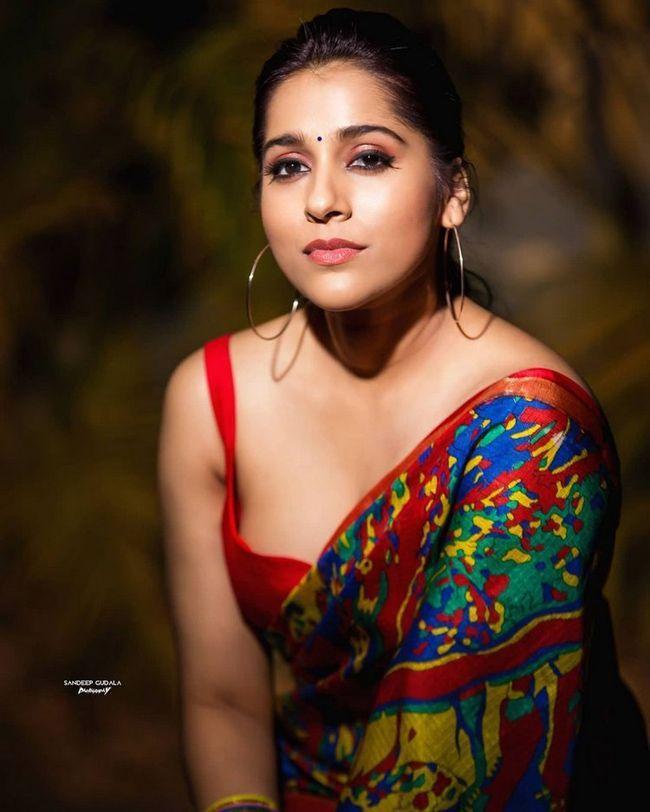 Rashmi Gautam Trendy Saree Looks