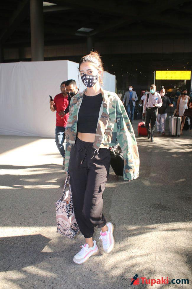 Ananya pandey Spotted at Airport