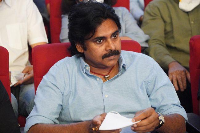 Pawan Kalyan At Vakeel Saab Movie Pre Release Event