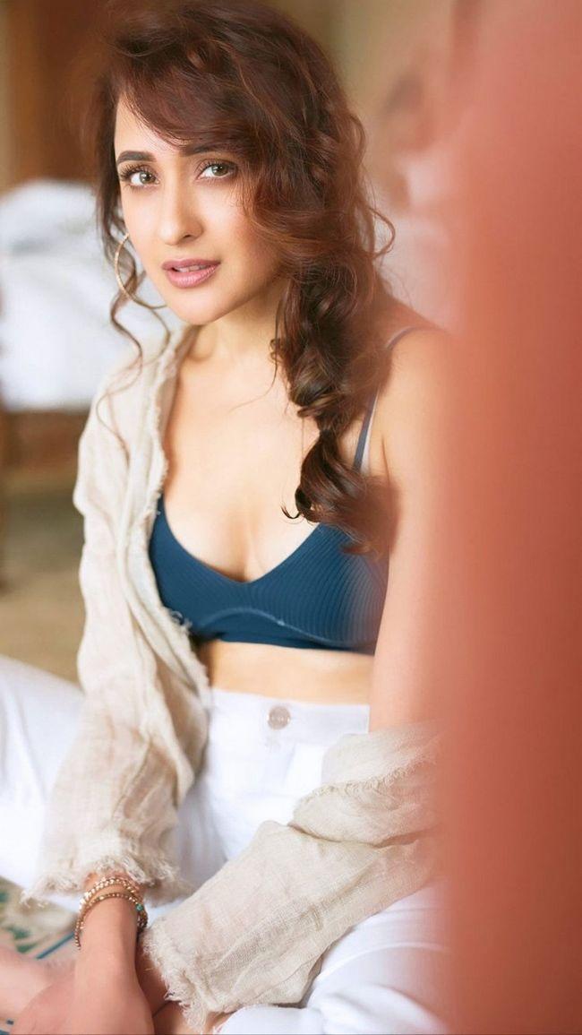 Pragya Jaiswal Awesome Stills