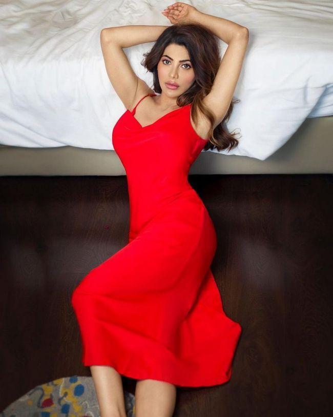 Nikki Tamboli Trendy Clicks