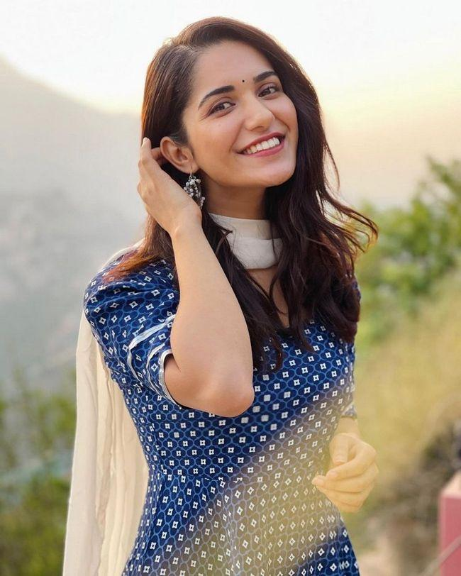 Ruhani Sharma Looking Beautiful