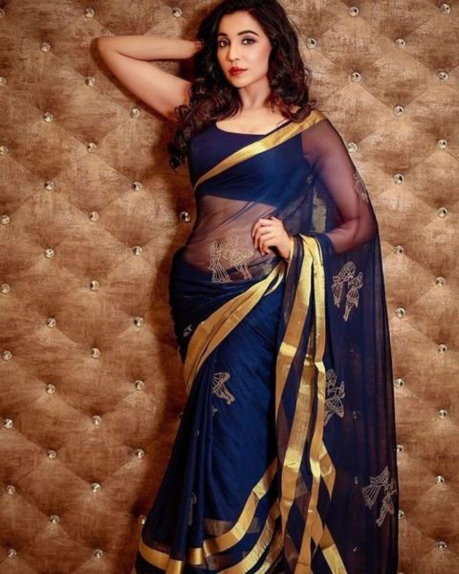 Parvati Nair New Stylish Pics
