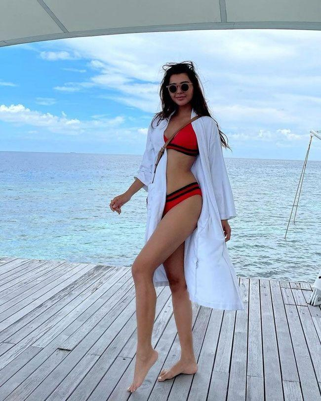 Ruhii Dilip Singh Flaunts Her Beauty In Pictures