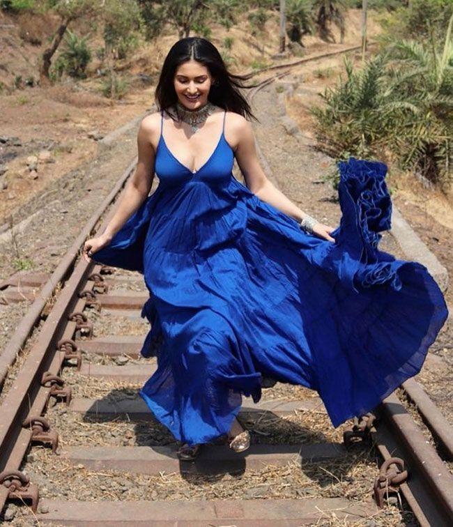 Amyra Dastur Photos Collection