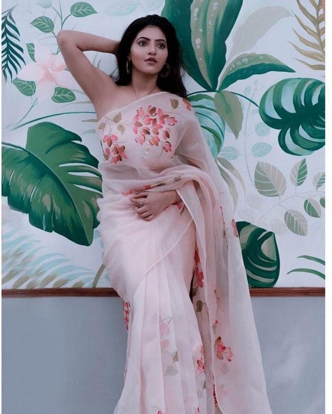 Athulyaa Ravi Ravishing Poses