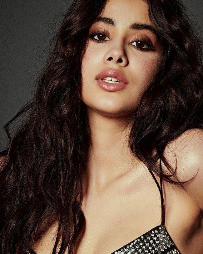 Janhvi Kapoor Trendy Looks