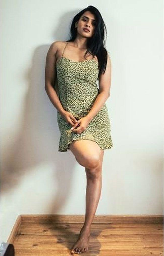 Hebah Patel Flaunts Her Beauty In a Pictures