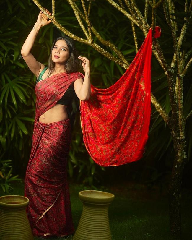 Sakshi Agarwal is Pretty Looks in a Floral Saree