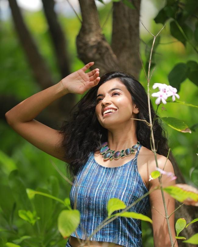 Anju Kurian Latest pics in a Blue Dress