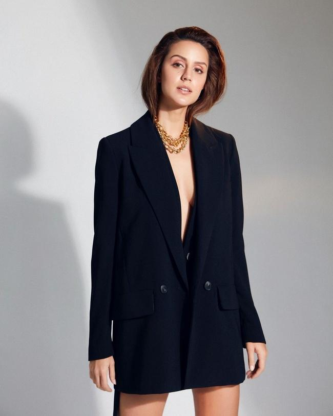 Larissa Bonesi Looking Glamorous in a shiny Black Dress