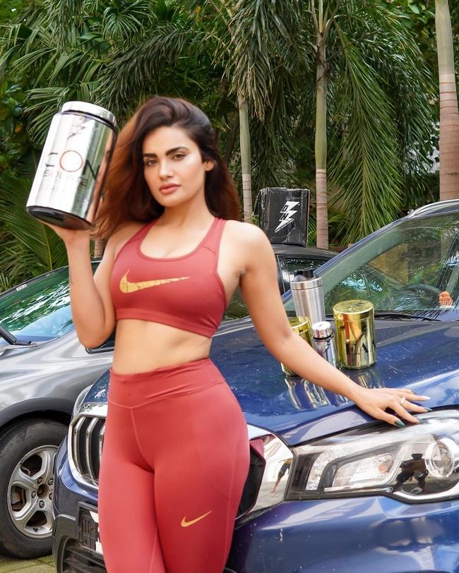 Sakshi Dwivedi Allures With Her Sizzling Looks