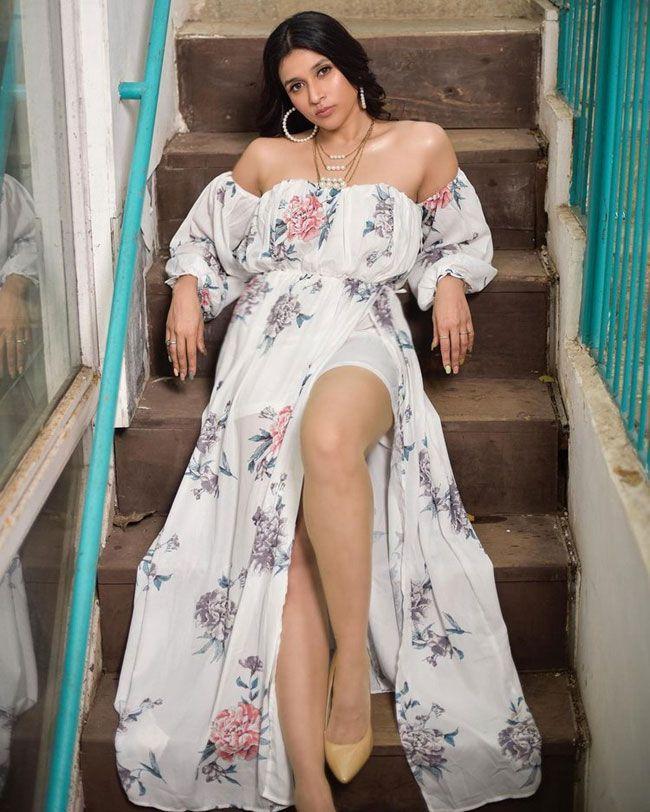 Mannara Chopra Elegant Photos