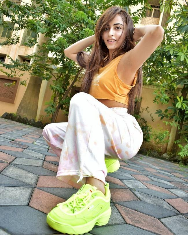 Actress Niyati Fatnani Glamorous Pics
