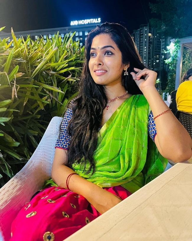Divi Vadthya New Instagram Photos