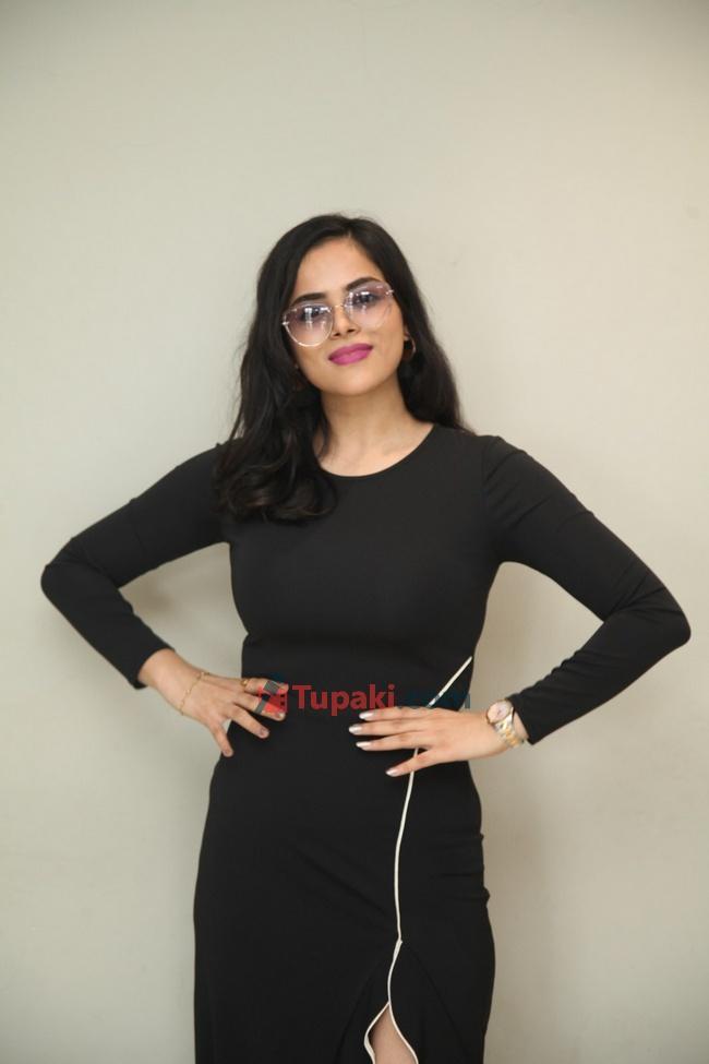 Kriti Garg at Neetho movie teaser launch