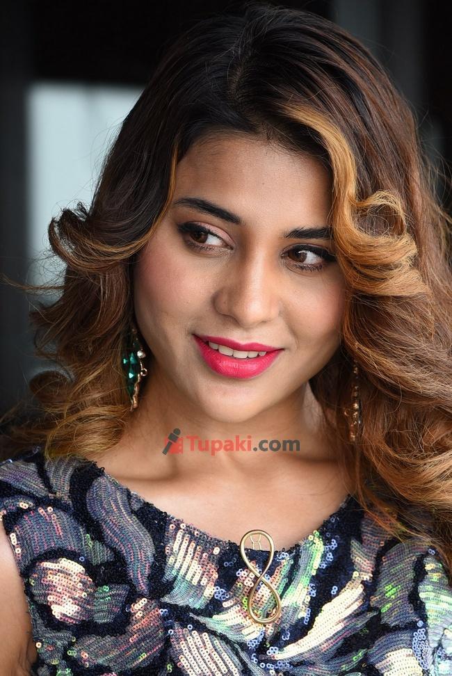 Big boss fame Actress Hamida thanks meet