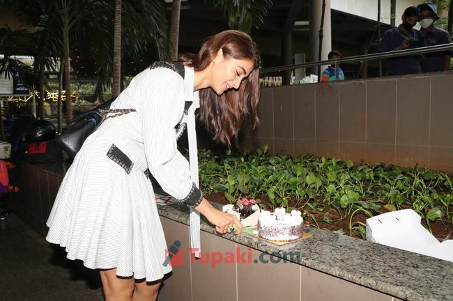 Birthday Girl Pooja Hegde spotted at airport