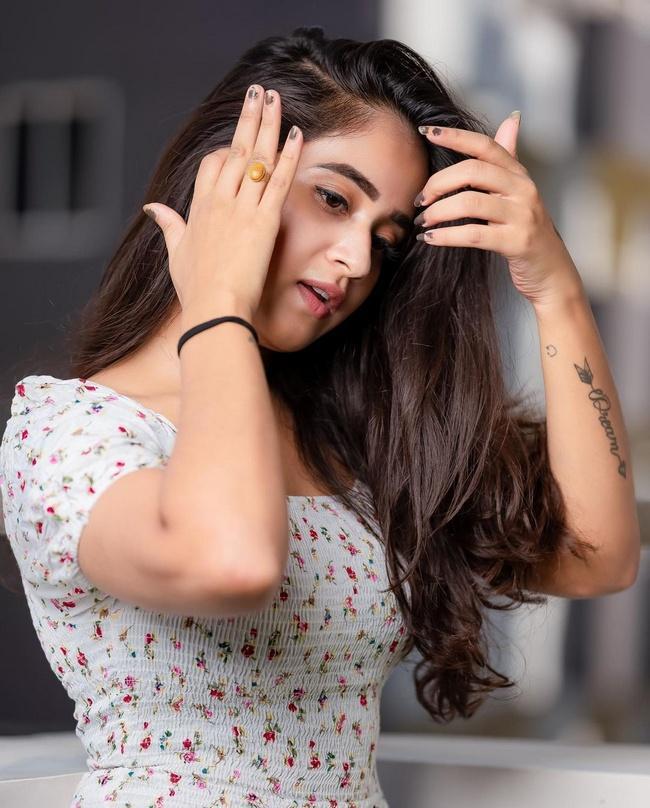 Actress Deepthi Sunaina New Photoshoot