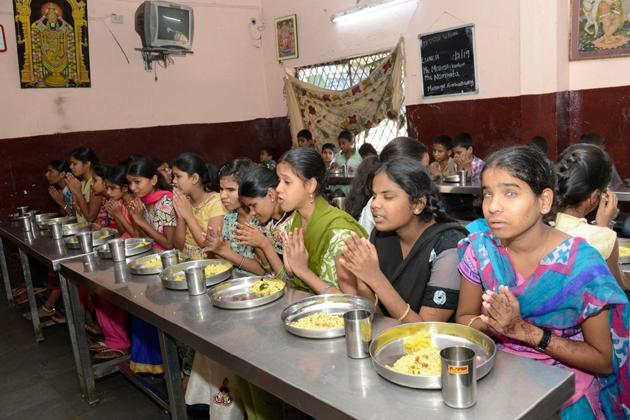 Mahesh-Namrata luncheon for 650 visually impaired children