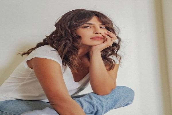 प्रियंका ने शेयर की नई तस्वीर, बनीं ब्लू जीन बेबी