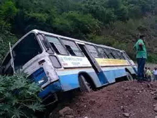 हरियाणा रोडवेज की बस के खाई में गिरने से सात लोग घायल